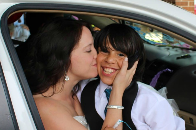 wedding-kiss-d